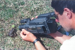 Haciendo video anfibios en Vega Güeria, 1999
